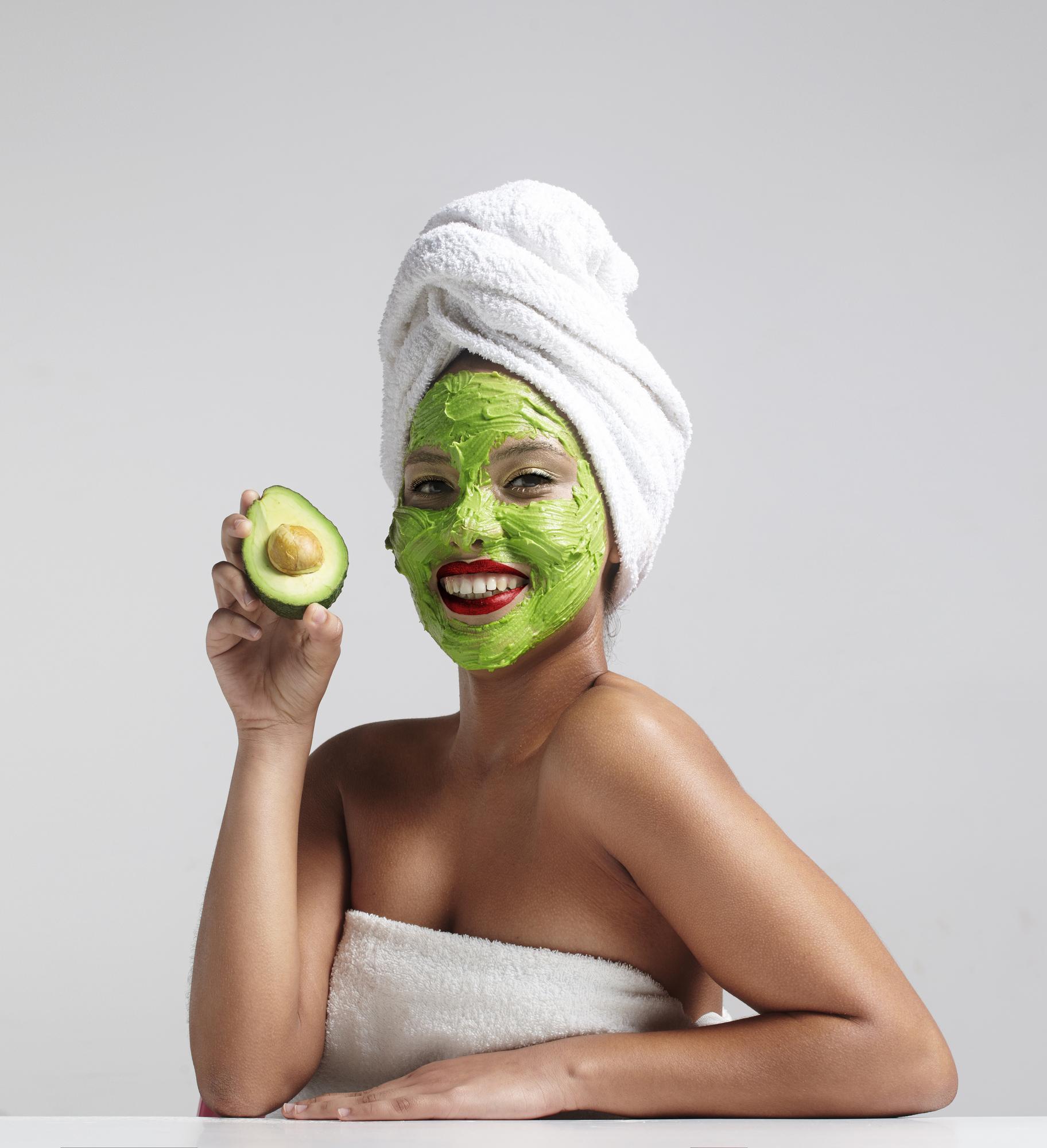 авокадо на коже лица